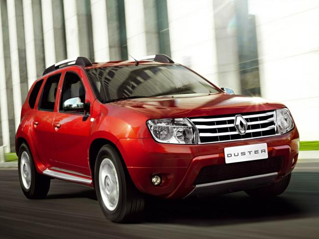 Auto___Renault_Renault_Duster_car_on_the_road__062050_.jpg